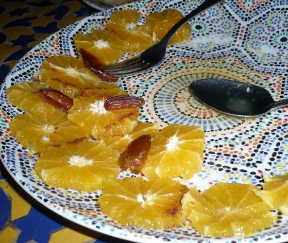 logo-comida-marruecos-naranja-con-canela-y-datiles