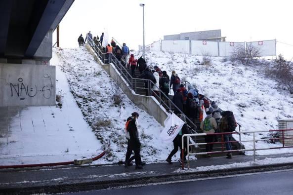 logo-refugiados-civil-march-escaleras
