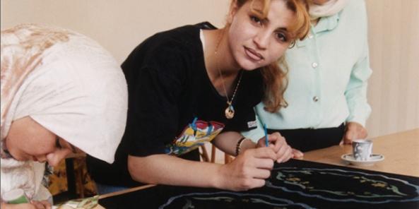 logo-palestina-mujer-pintando