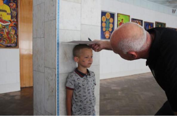 logo chernobil niño pared